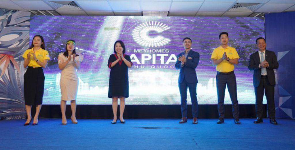 Từ đầu cầu Hà Nội, Bà Nguyễn Thị Mai Phương – Chủ tịch HĐQT Tập đoàn Tân Á Đại Thành cùng lãnh đạo các đại lý thực hiện nghi lễ ra mắt chính thức dự án Meyhomes Capital Phú Quốc