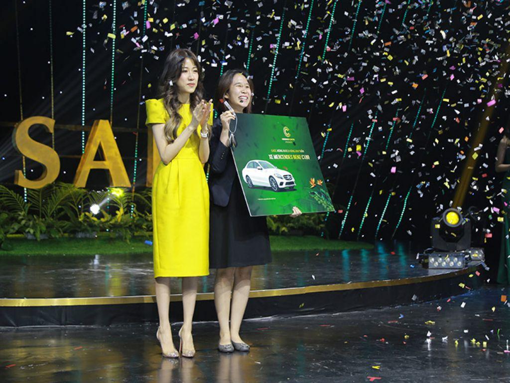 Khách hàng Meyhomes Capital Phú Quốc trúng Mercedes C180 đúng ngày cưới